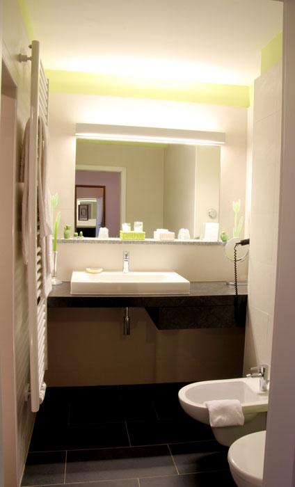 suite bad seehotel moldan. Black Bedroom Furniture Sets. Home Design Ideas